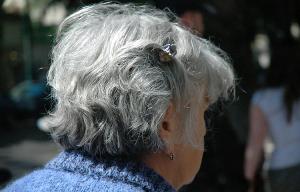cera-de-ouvido-nos-idosos