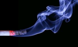 cigarro-ressecamento-cordas-vocais