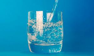 beber-agua-clima-seco