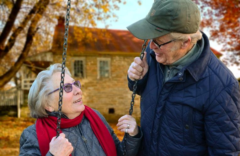 Ajuda familiar é fundamental quando o assunto é perda auditiva nos idosos