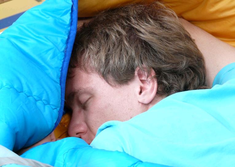 """Horário de verão e """"dica da vovó"""": como ter uma noite de sono melhor?"""